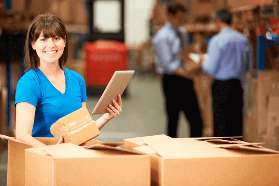 Comprador recebendo cargas de spare parts